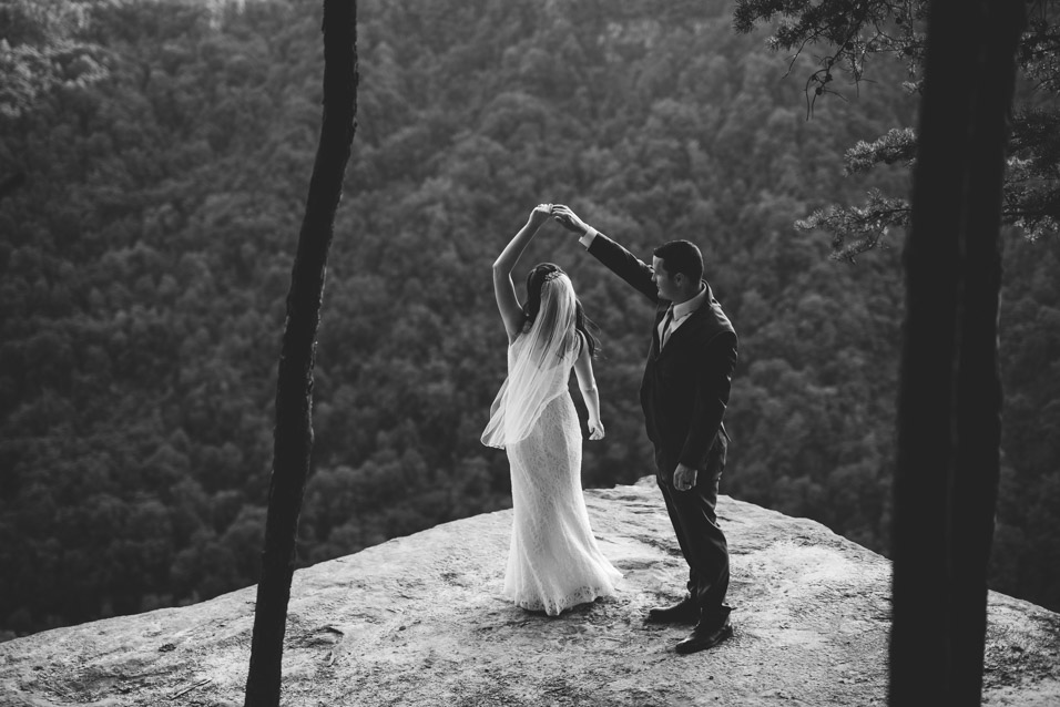 endless-wall-trail-wedding-cliff-picture
